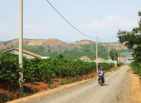 Entrega de terrenos a compatriotas étnicos en Delta del río Mekong  - ảnh 1