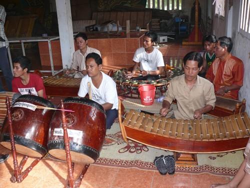 Concierto de instrumentos tradicionales del pueblo jemer en la Pagoda Doi - ảnh 1