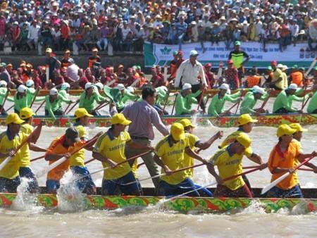 Original regata de los jemeres en la provincia vietnamita de Soc Trang - ảnh 2