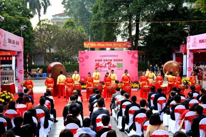 Hanoi inaugura Calle de libros del Año Nuevo Lunar del 2016 - ảnh 1