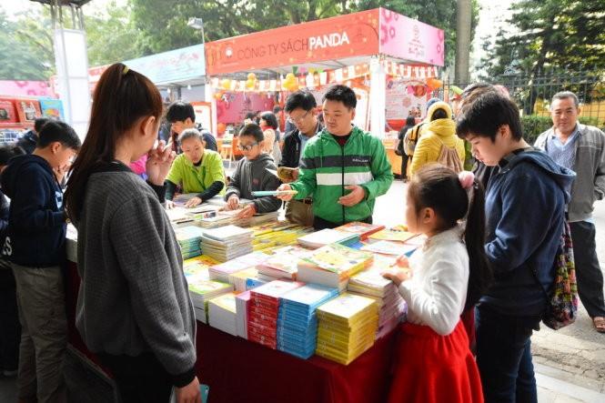 Hanoi inaugura Calle de libros del Año Nuevo Lunar del 2016 - ảnh 2