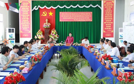 Presidenta del Parlamento de Vietnam supervisa preparativos electorales en Hau Giang - ảnh 1