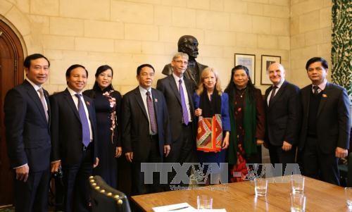 Vietnam y Reino Unido afianzan cooperación parlamentaria - ảnh 1
