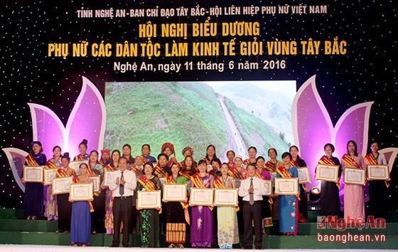 Reconocen en Vietnam a mujeres étnicas con sobresalientes logros económicos - ảnh 1