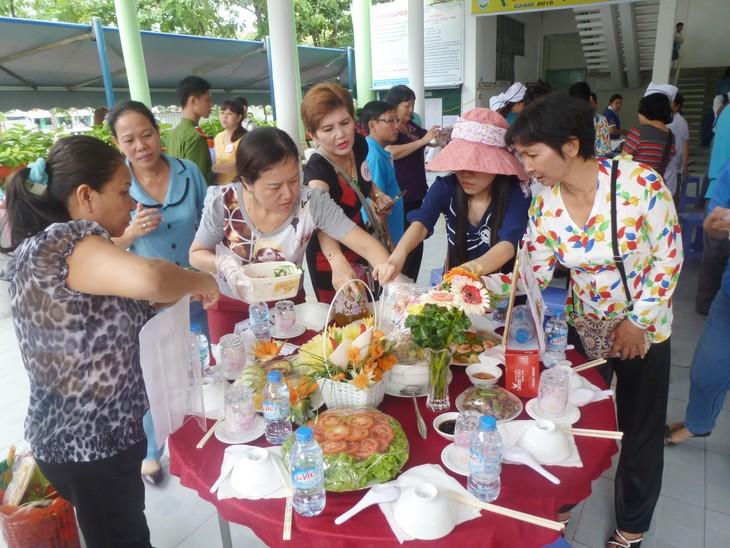 Celebran el Día de la Familia vietnamita con diversas actividades  - ảnh 1