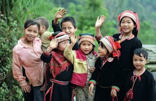 Provincia de Ha Giang presta apoyo educativo para hijos de personas meritorias - ảnh 1