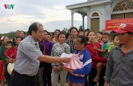 Vietnamitas juntan manos para ayudar a compatriotas afectadas por inundaciones  - ảnh 1
