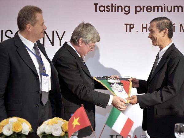 Vietnam consolida asociación estratégica con Italia y relaciones de diálogo con el Vaticano - ảnh 1