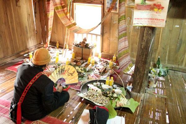 Los Muong Vang y su arraigada tradición de preparar las ofrendas del Año Nuevo Lunar - ảnh 1