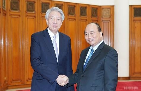 Premier vietnamita exhorta a mayores esfuerzos para impulsar nexos con Singapur - ảnh 1