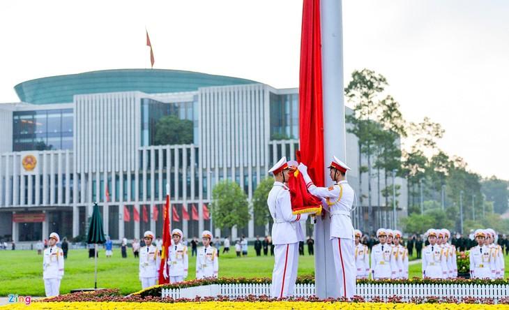 El pueblo vietnamita recuerda el pasado heroico del país en ocasión del Día de la Independencia - ảnh 1
