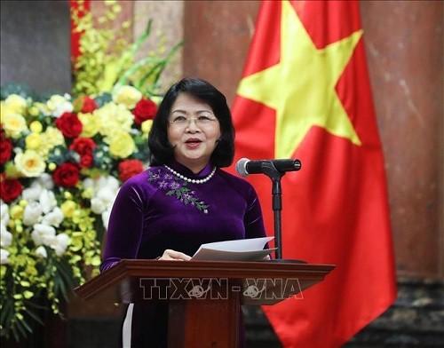 Ascienden a 14 funcionarios diplomáticos vietnamitas - ảnh 1