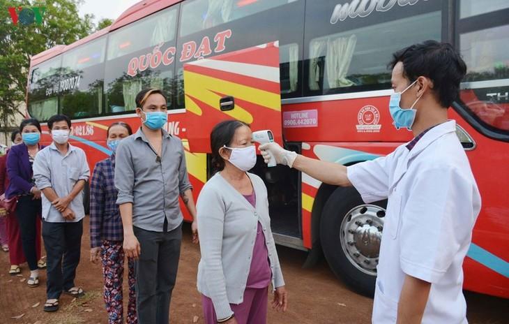 Ciudadanos vietnamitas apoyan orden gubernamental de distanciamiento social - ảnh 1