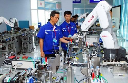 Obreros vietnamitas cambian mentalidad en adaptación a la nueva coyuntura - ảnh 1