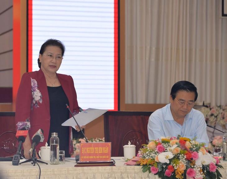 Presidenta del Parlamento vietnamita se reúne con autoridades de Long An - ảnh 1