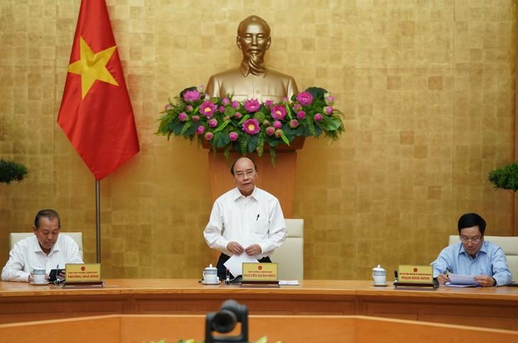 Primer ministro vietnamita pide seguir aplicando estrictas medidas de control del covid-19 - ảnh 1