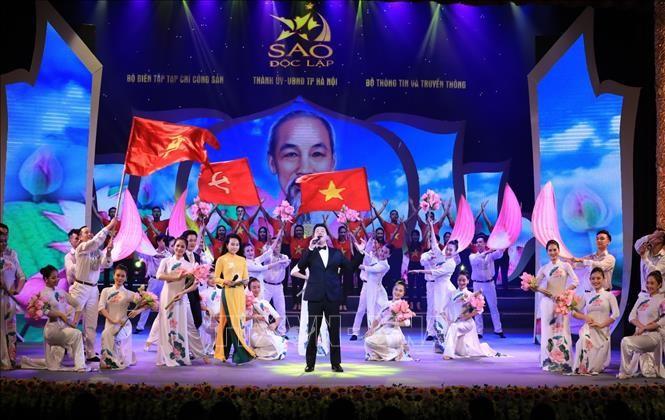 Diversas actividades en conmemoración del 75 aniversario de Revolución de Agosto y Fiesta Nacional - ảnh 1