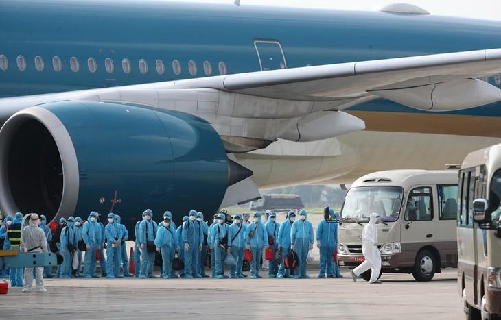 Vietnam pone en alto la solidaridad nacional en medio del covid-19 - ảnh 1