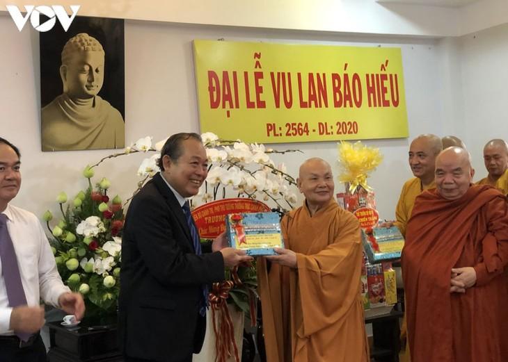 Dirigente vietnamita felicita a dignatarios religiosos por festival budista - ảnh 1