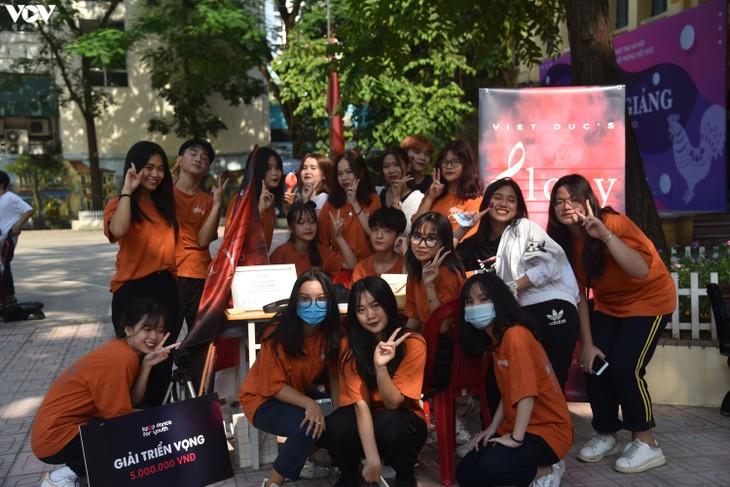 Alumnos vietnamitas se reúnen en vísperas del inicio del nuevo curso académico - ảnh 1
