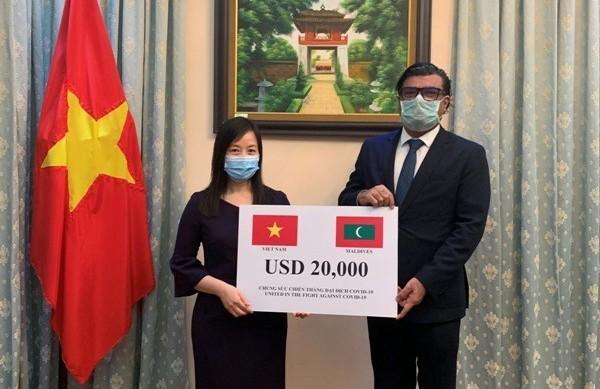 Vietnam entrega un donativo monetario a Maldivas para su lucha contra el covid-19   - ảnh 1