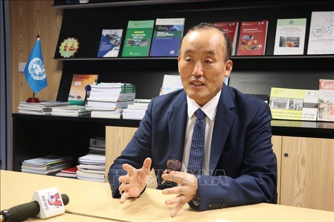 Representante jefe de la OMS: Vietnam ha controlado el covid-19 - ảnh 1