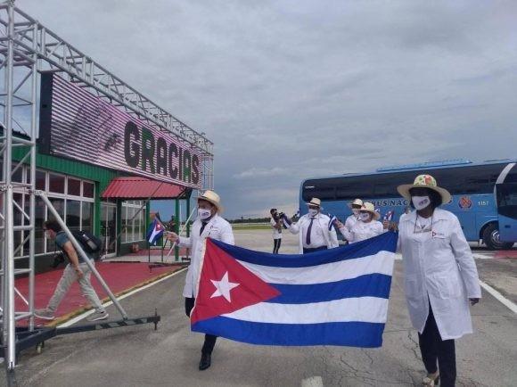 Contingente médico cubano registrado para la candidatura al Nobel de la Paz 2021 - ảnh 1