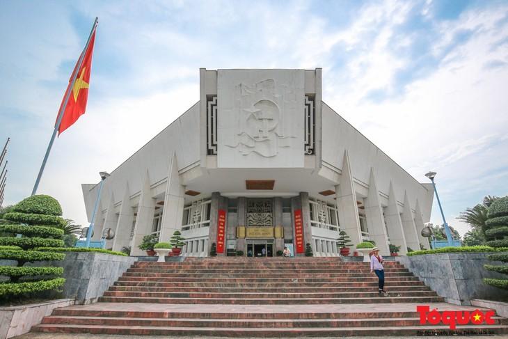 Entregan dos obras en italiano al Museo Ho Chi Minh - ảnh 1
