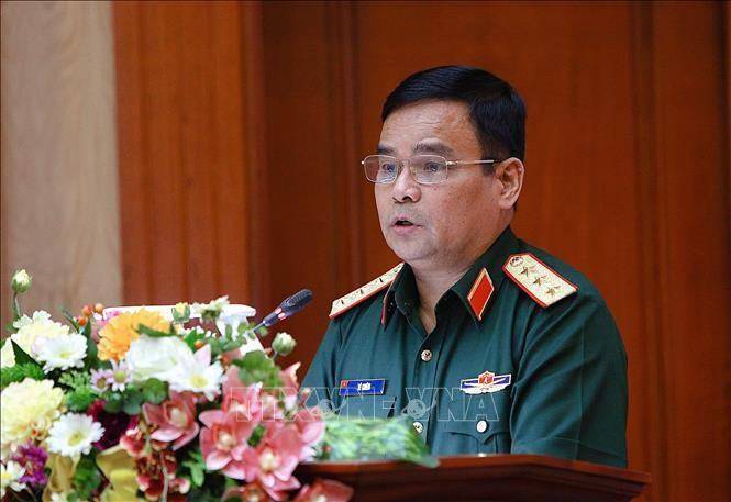 Realizan cinco vuelos para transportar asistencias a las zonas afectadas por inundaciones en el centro vietnamita - ảnh 1