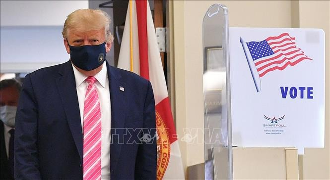 Trump vota por adelantado en Florida - ảnh 1