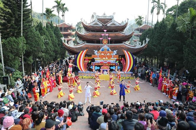 La primavera y las fiestas que colman el respeto de los vietnamitas por el pasado y su esperanza en el futuro - ảnh 1