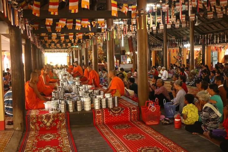 Los jemeres en Soc Trang contentos con las abundantes cosechas y la fiesta tradicional - ảnh 2