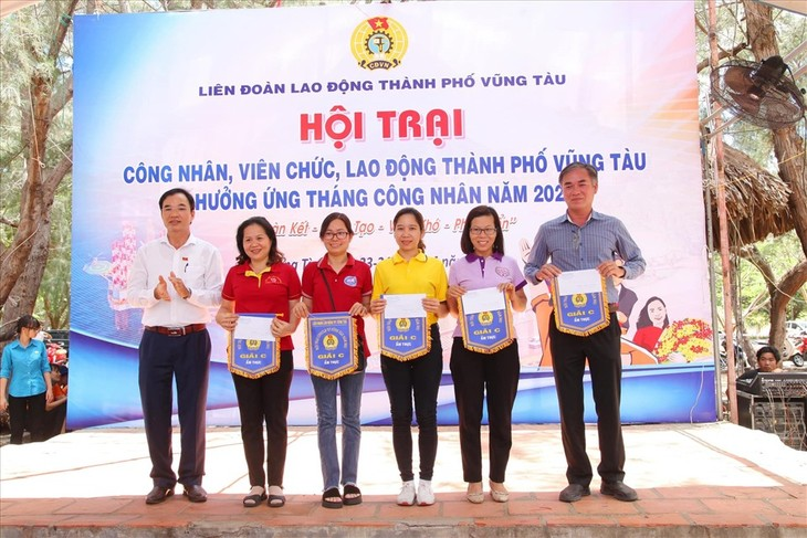 Localidades vietnamitas se suman al Mes del Obrero 2021 - ảnh 1