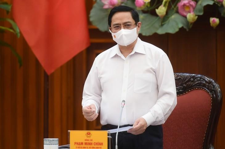 Premier vietnamita pide mantener vigilancia en la lucha anticovid-19 - ảnh 1