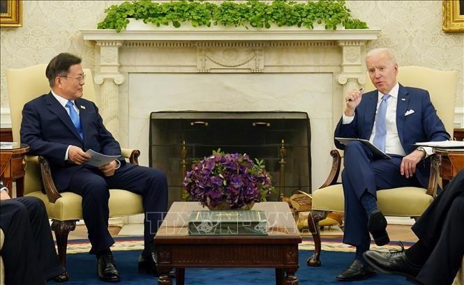 Cumbre surcoreano-estadounidense facilita la reanudación de negociaciones con Corea del Norte - ảnh 1
