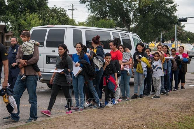 """Estados Unidos desmantela programa migratorio """"Quédate en México"""" - ảnh 1"""