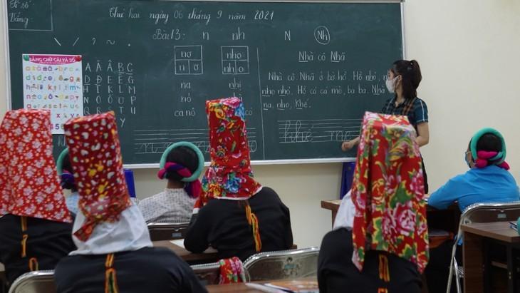 Clases de alfabetización para adultos étnicos en zonas montañosas de Binh Lieu - ảnh 1