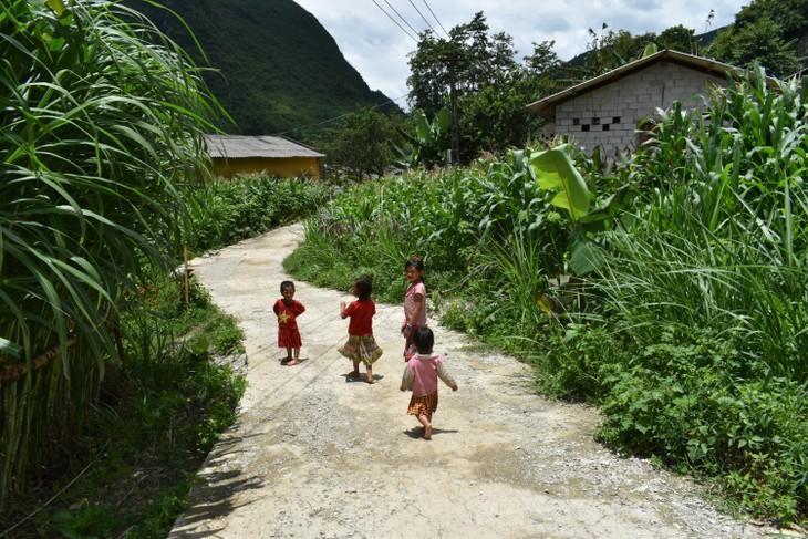 Đến thôn Má Lủng của người Mông ở xã Ma Lé - ảnh 16