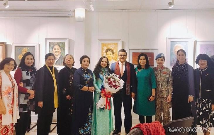 Colloque sur les femmes et leurs activités diplomatiques pour la paix - ảnh 1