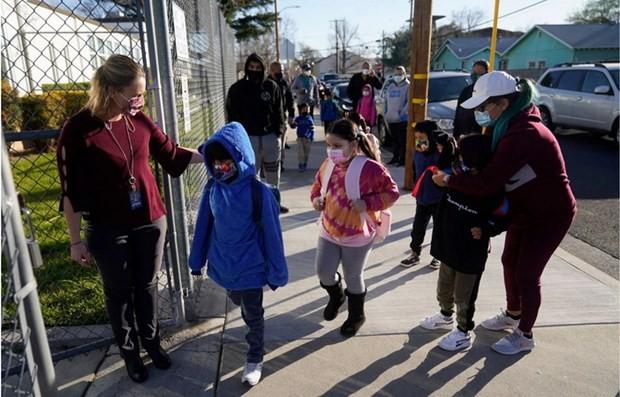 Covid-19:  l'UNICEF préconise la réouverture des écoles en toute sécurité - ảnh 1