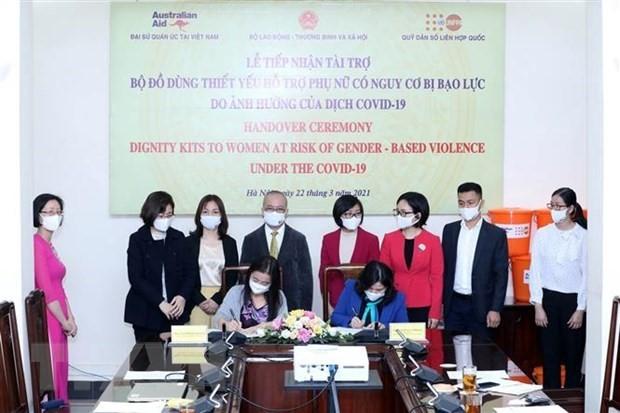 """Covid-19: 2.750 """"kits de dignité"""" offerts à des femmes vietnamiennes - ảnh 1"""