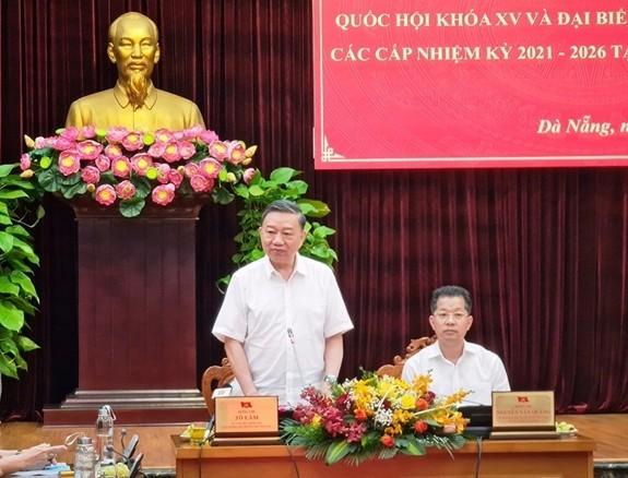 Danang: Le ministre de la Sécurité publique contrôle les préparatifs des élections - ảnh 1