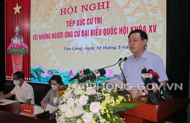 Le président de l'Assemblée nationale Vuong Dinh Huê fait sa campagne à Tiên Lang, ville de Haiphong - ảnh 1