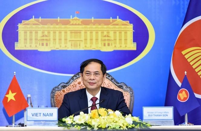 AMM-54: Le Vietnam participe à l'élaboration de la vision communautaire de l'ASEAN après 2025 - ảnh 1