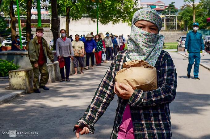 Hanoï fournit de la nourriture aux travailleurs pauvres - ảnh 1