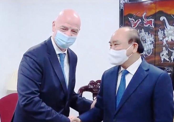 La FIFA intensifie sa coopération avec le Vietnam - ảnh 1