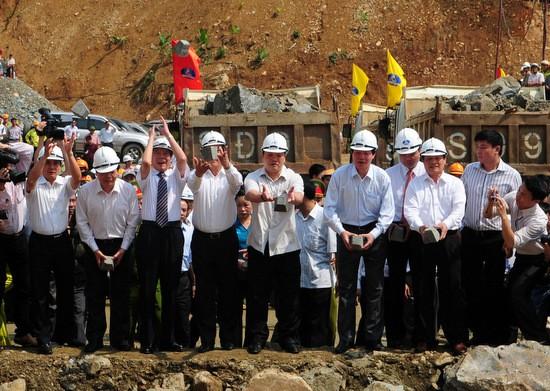 รองนายกรัฐมนตรี Hoang Trung Hai เข้าร่วมพิธีกั้นกระแสน้ำในแม่น้ำด่าระยะที่1 - ảnh 1