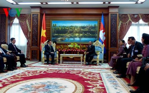แถลงการณ์ร่วมระหว่างสาธารณรัฐสังคมนิยมเวียดนามกับประเทศกัมพูชา - ảnh 1