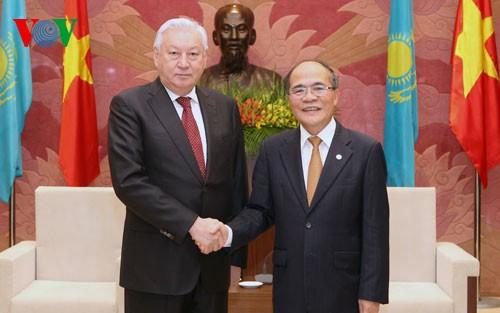 ประธานรัฐสภาให้การต้อนรับประธานสภาล่างอินโดนีเซีย - ảnh 2