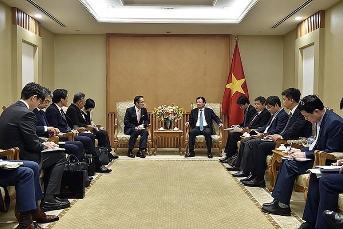รองนายกรัฐมนตรีจิ่งดิ่งหยุง: สนับสนุนสถานประกอบการญี่ปุ่นร่วมมือเพื่อนำสินค้าเวียดนามเจาะตลาดโลก - ảnh 1